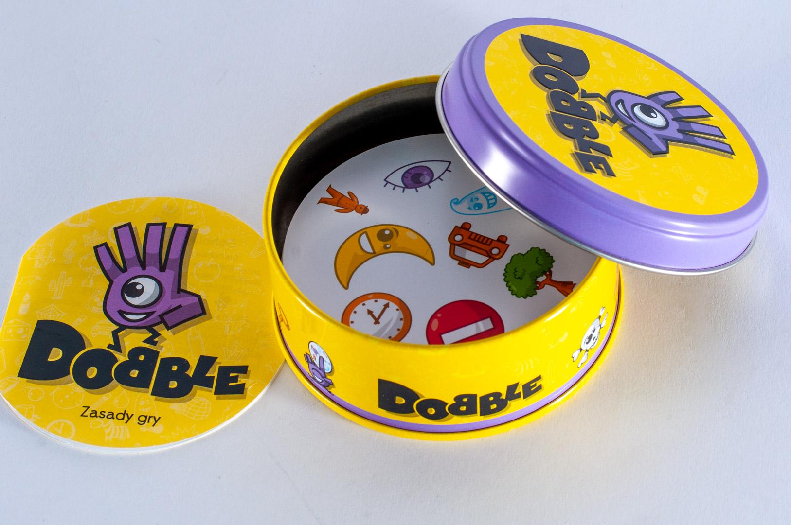 Karty z gry imprezowej Dobble