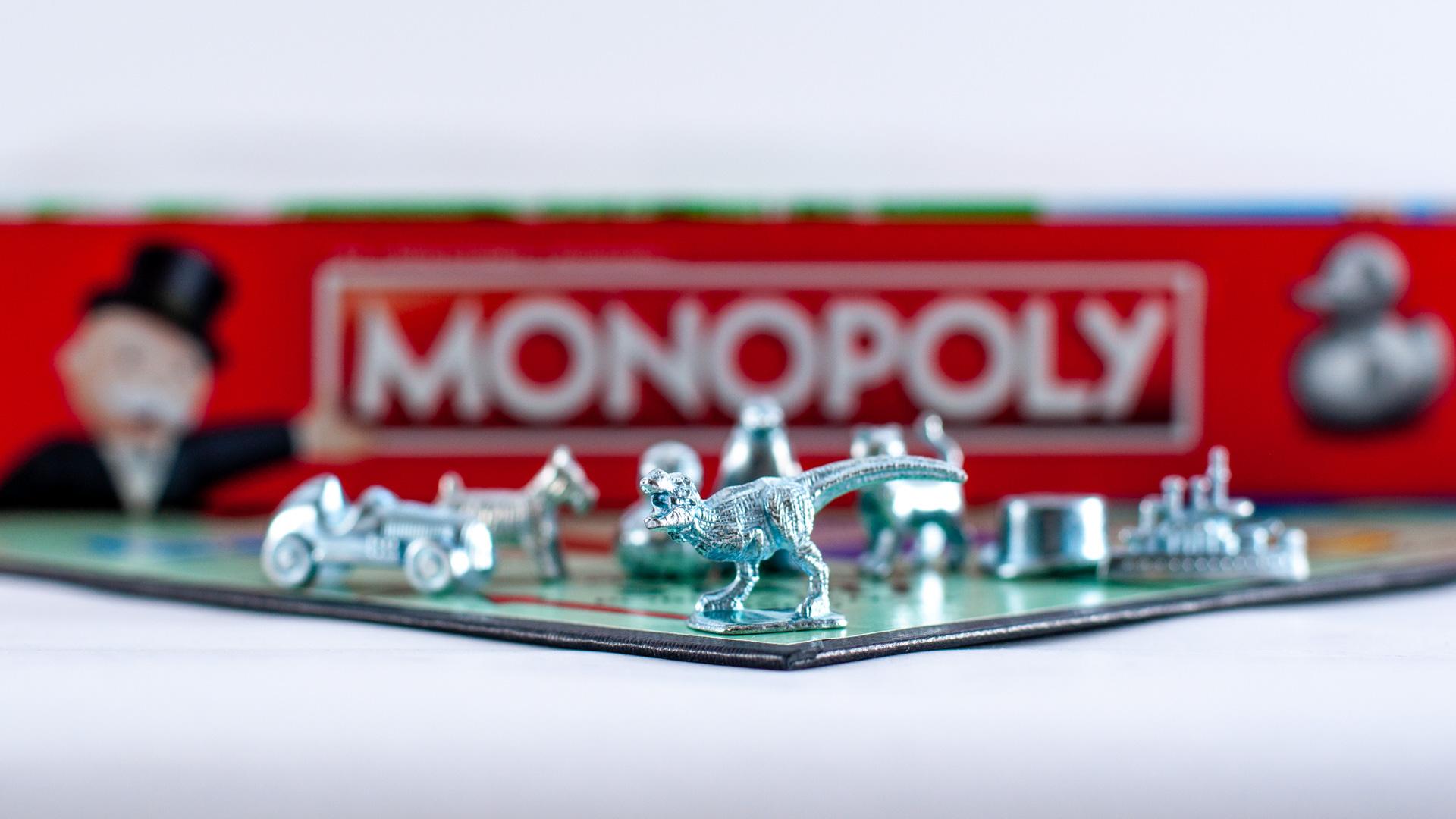 Pionki z planszówki Monopoly Classic 2017