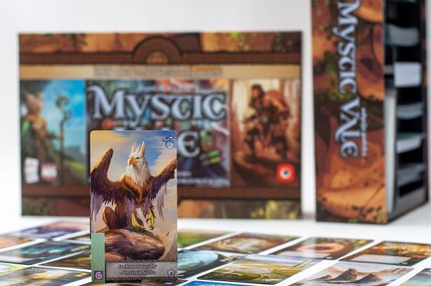Karta gryfa z gry karcianej Mystic Vale: Big Box