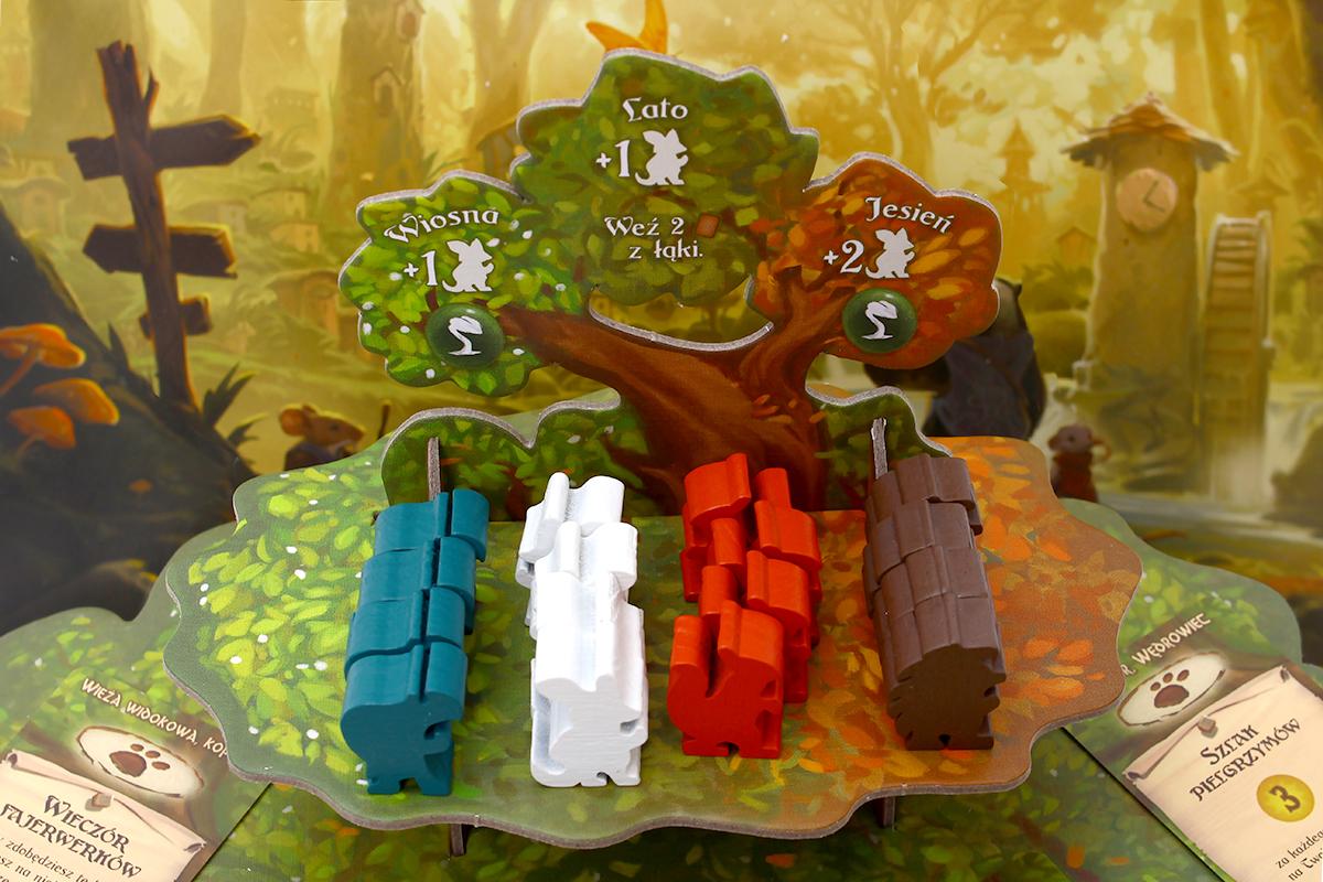 Drzewo i pionki z gry planszowej Everdell