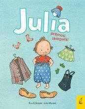 Julia przynosi skarpetki
